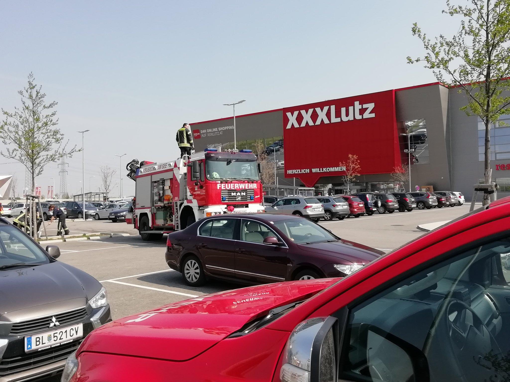 Parkplatzunfall Beim Xxxlutz Neusiedlsee Mehr Schaulustige Als