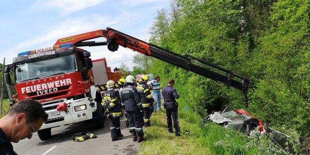 Fahrzeugsegnung und Frhschoppen: FF Kaindorf feiert das