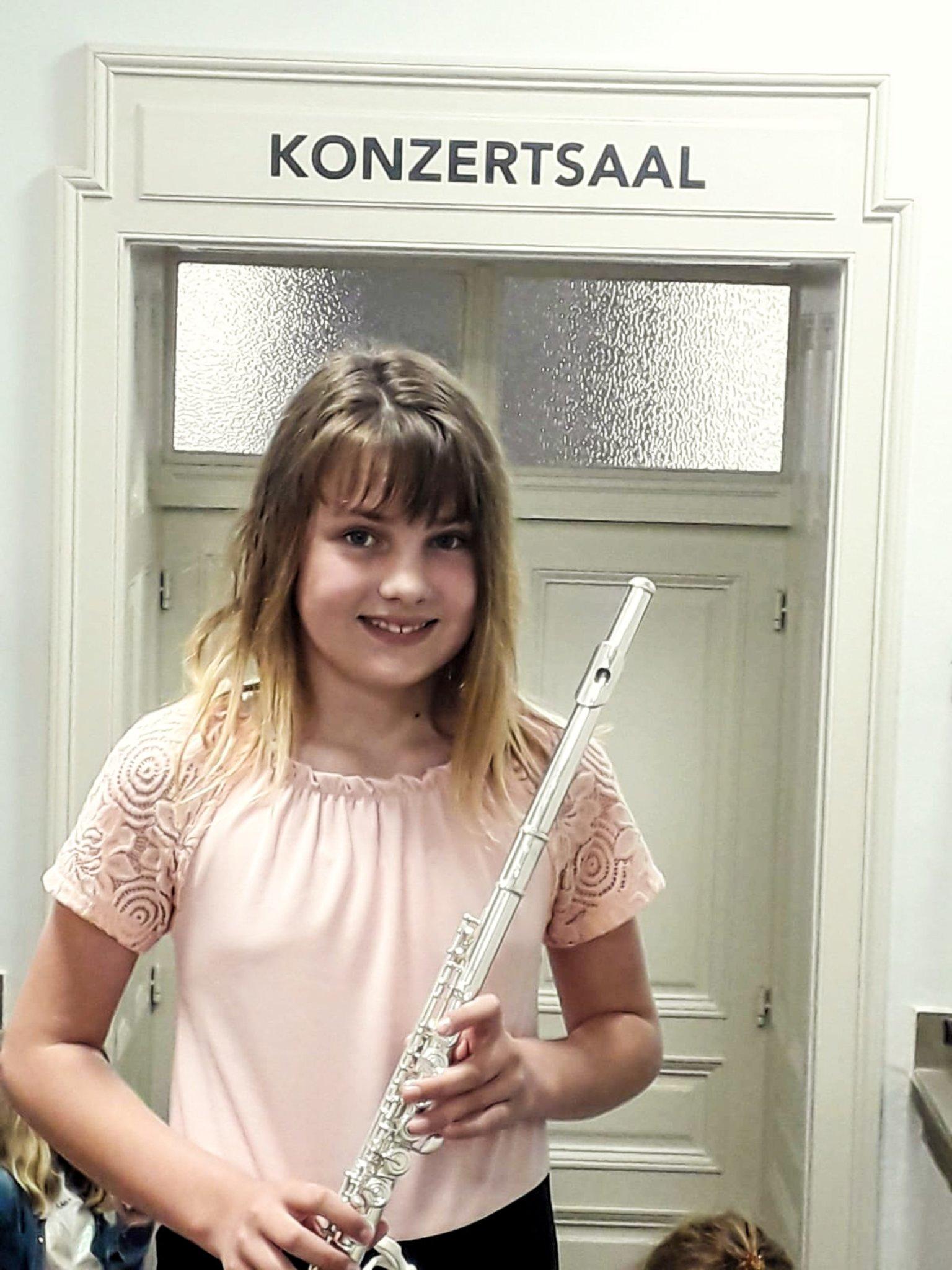 Saskia Skubel hat die Kombinationsprüfung im Fach Querflöte mit Auszeichnung absolviert