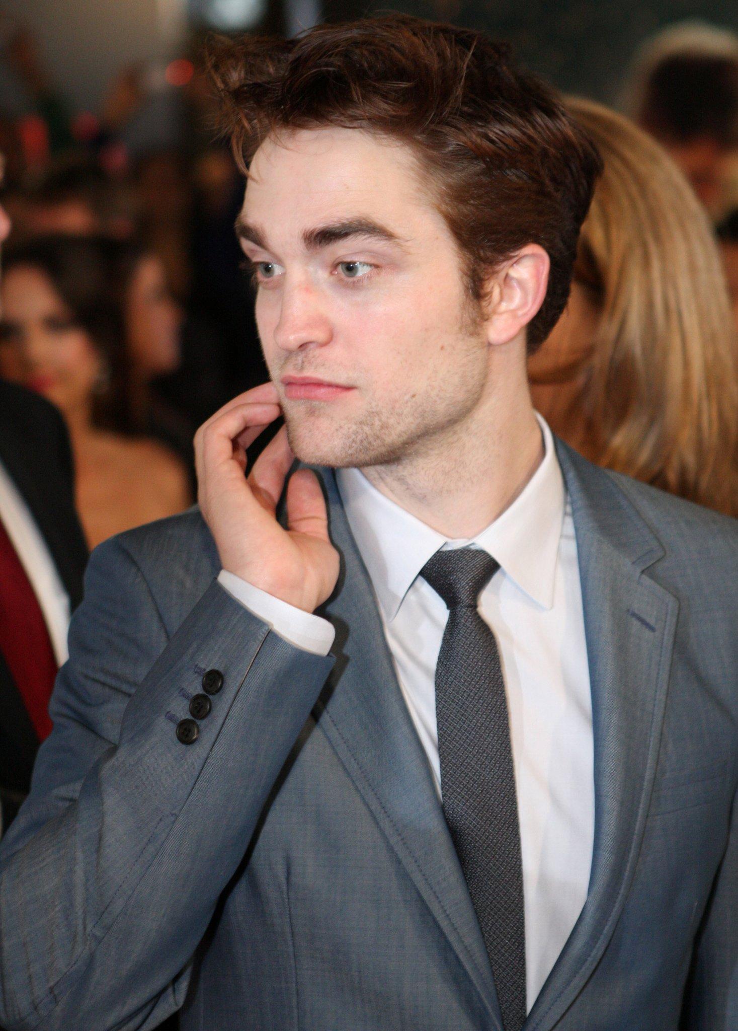 Lange Haare Robert Pattinson überrascht Mit Neuem Look