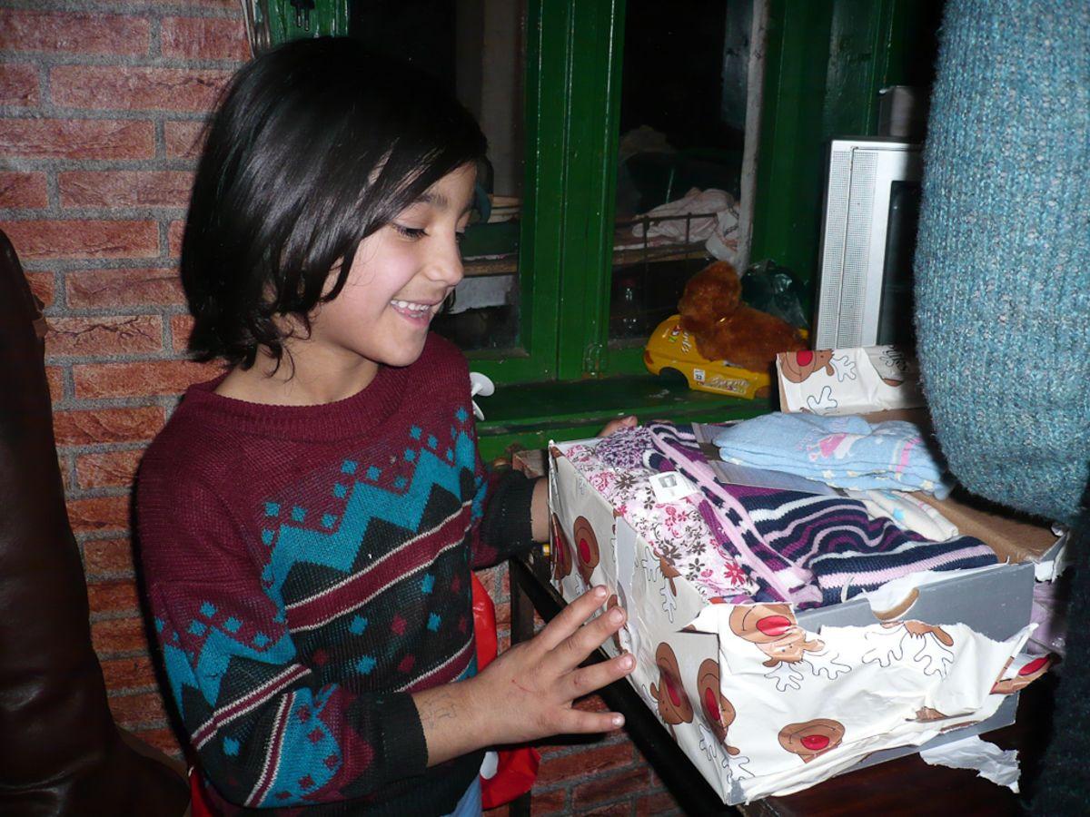 Schuhkarton Weihnachten.Hilfe Seit 15 Jahren Weihnachten Im Schuhkarton Feiert