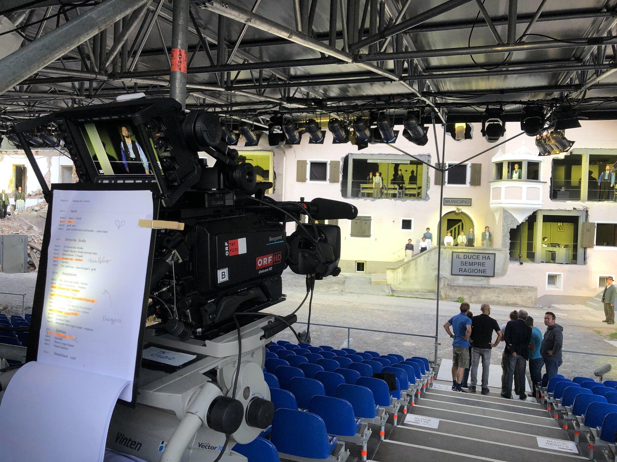 Orf Iii Und Die Rai Sudtirol Senden Das Theaterstuck Sendetermin Von Verkaufte Heimat Steht Fest Telfs