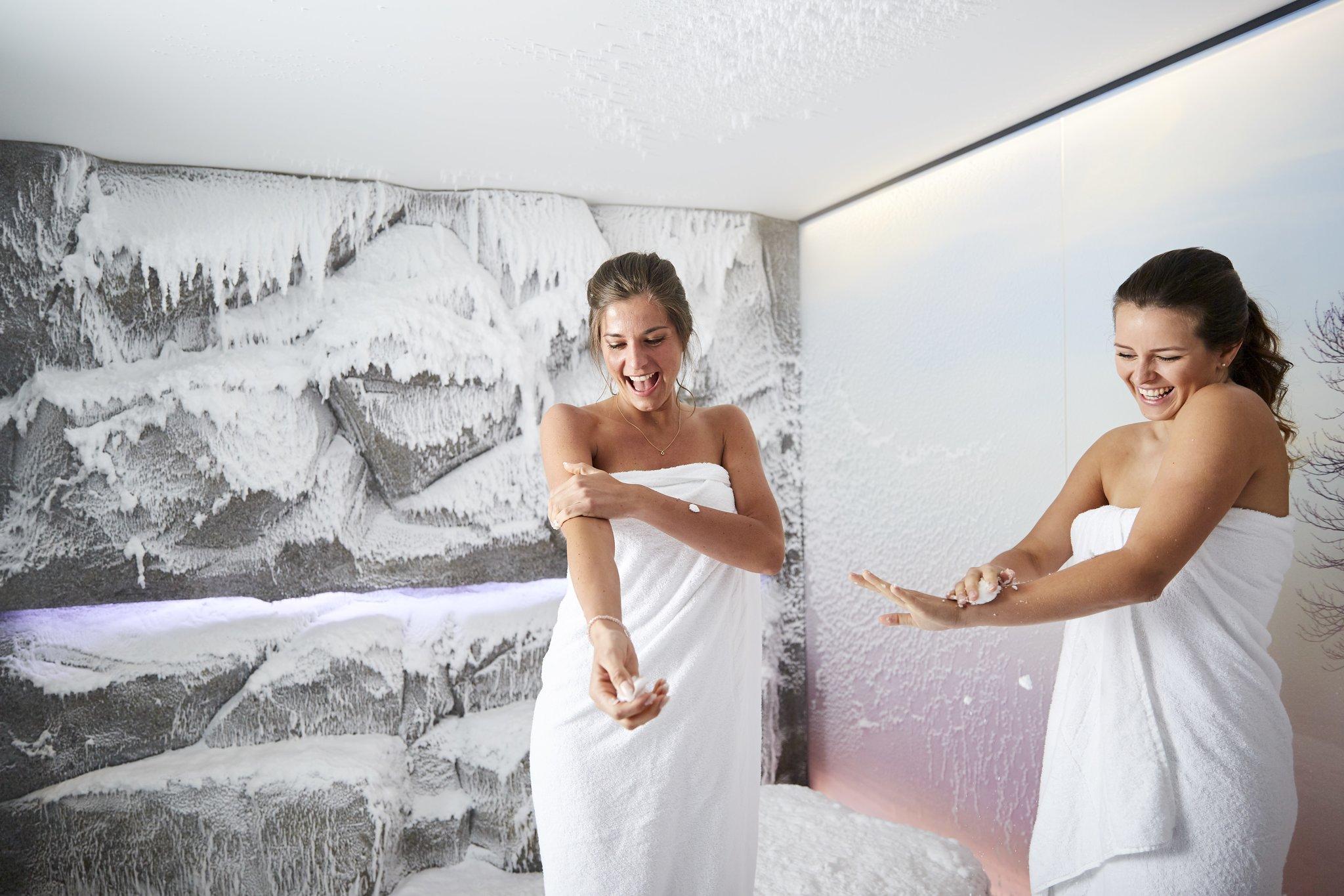 Hotel Guglwald: Indoor-Schnee im Wellness-Bereich - meinbezirk.at