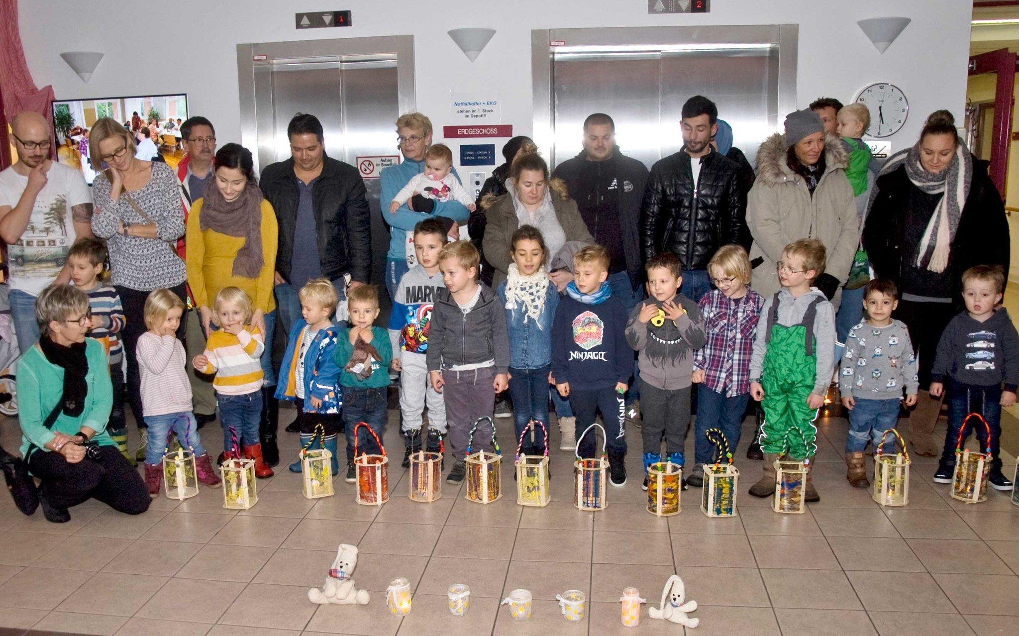 Pflege- und Betreuungszentrum Pottendorf feiert mit Kindergartenkindern das Laternenfest - meinbezirk.at