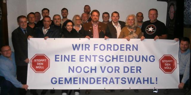Theresienfeld: Hunderte protestieren erneut gegen - Kurier