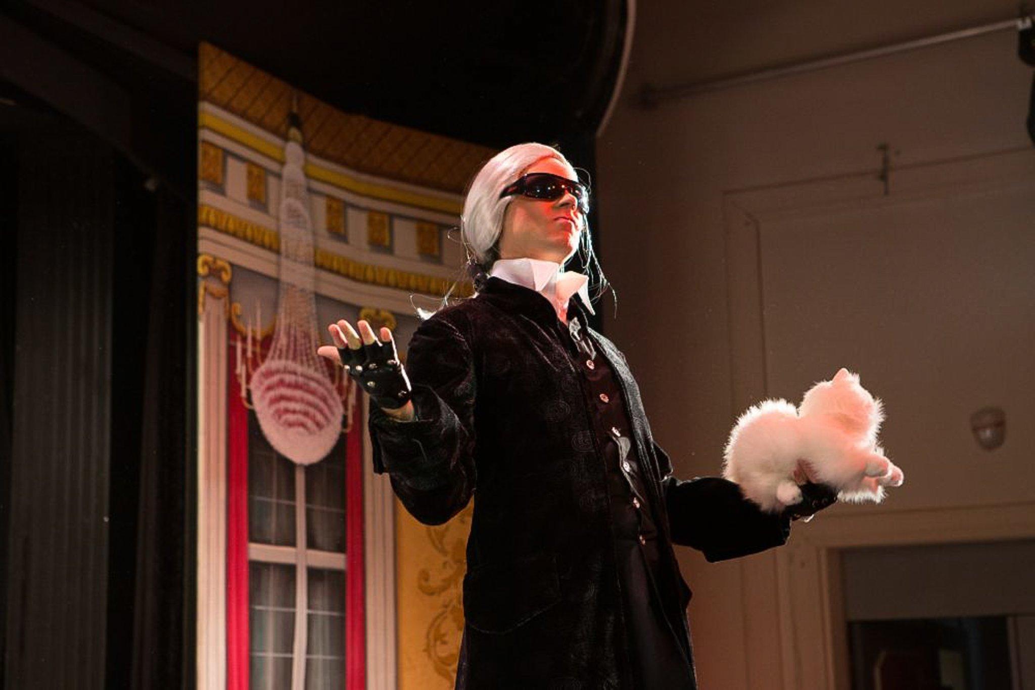 """Theater im Neukloster """"Des Kaisers neue Kleider""""   Wiener Neustadt"""