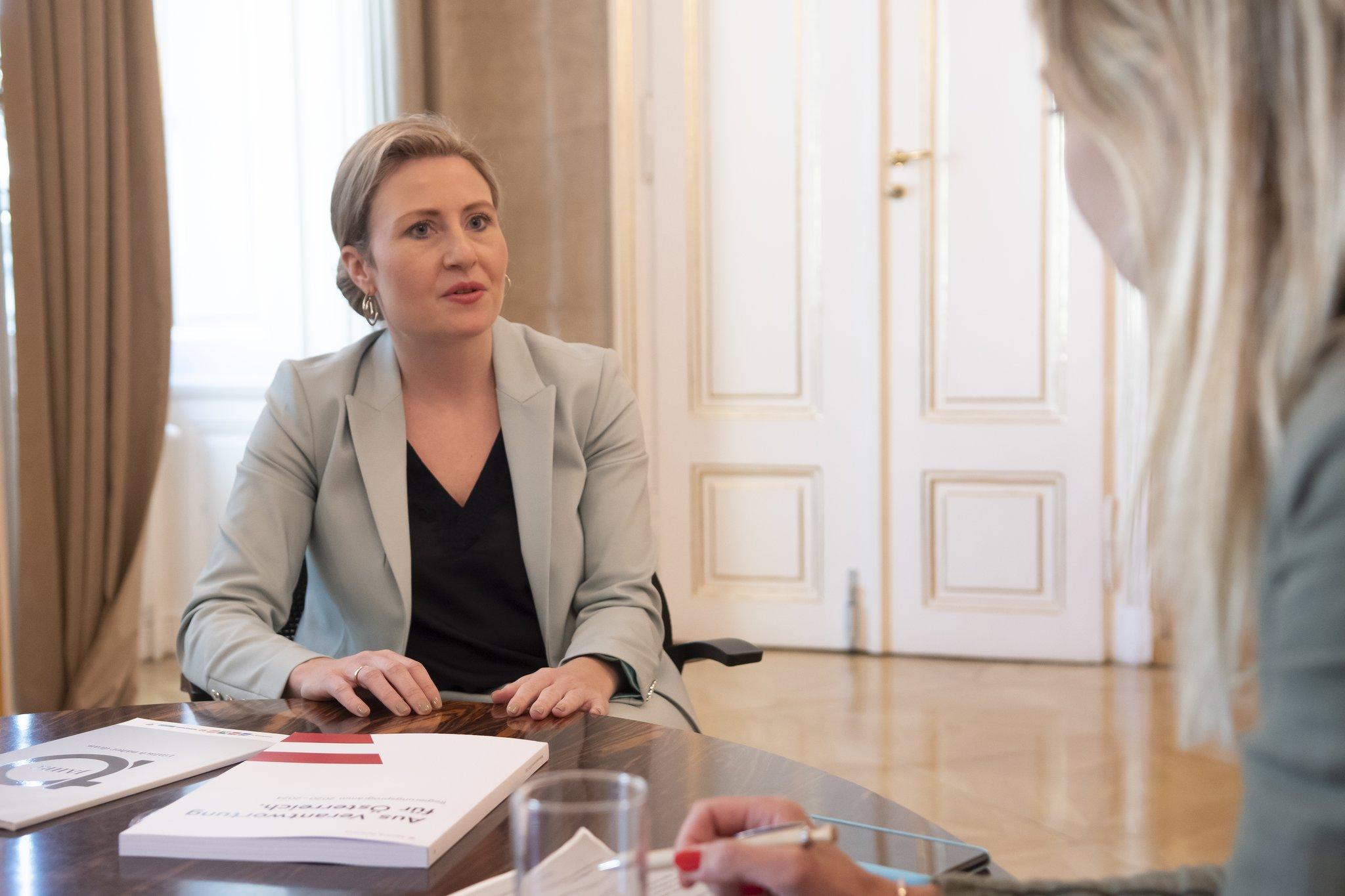 Frauenministerin Raab sieht Quote nicht als Allheilmittel
