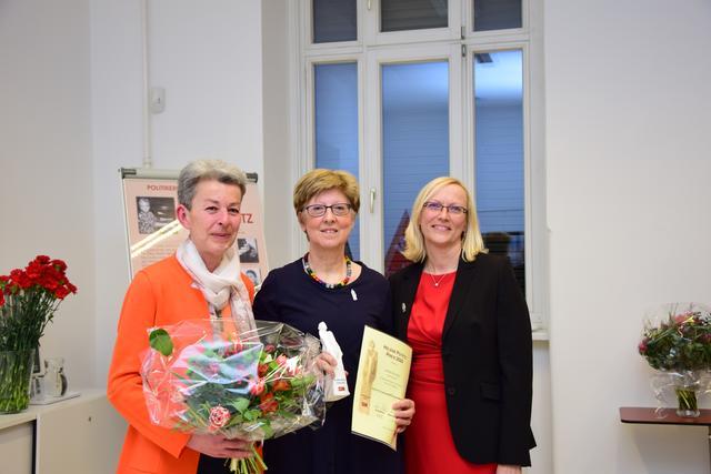 Frauen in Meidling - Thema auf blaklimos.com