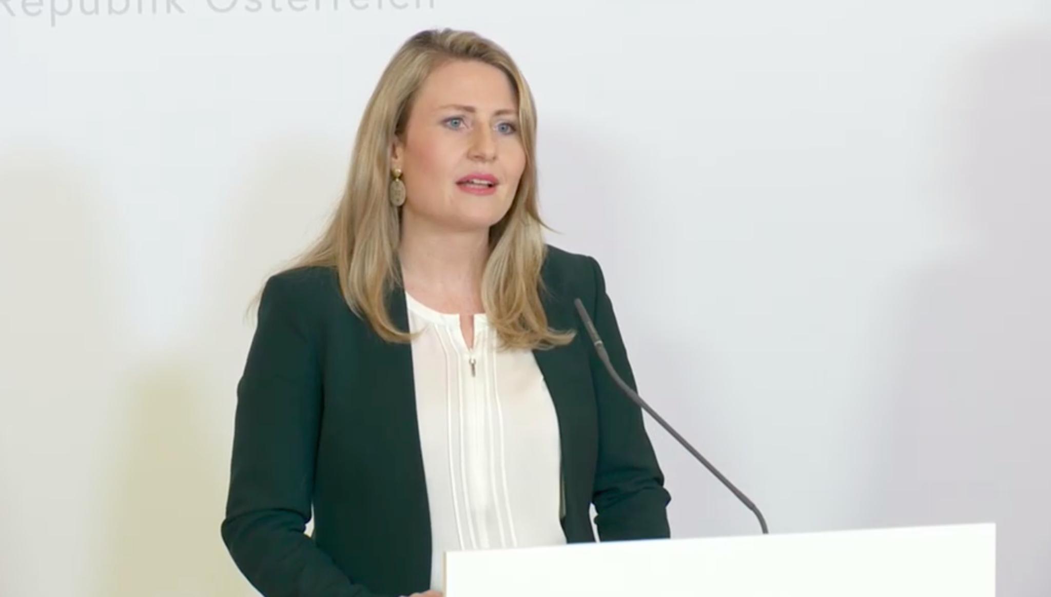 Ministerin Raab: Mssen uns von Schubladen lsen   autogenitrening.com