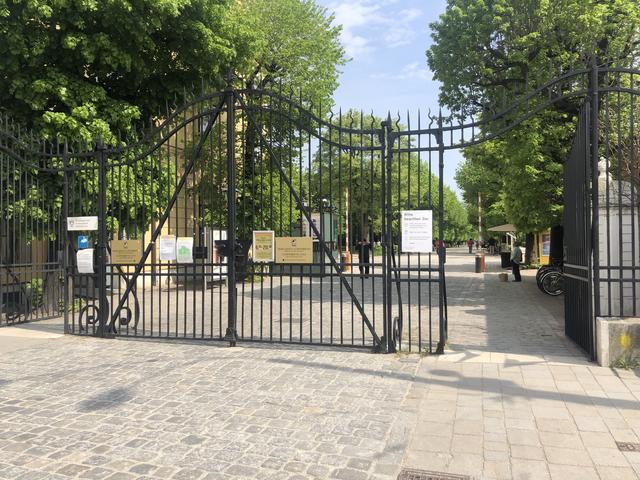 Hietzinger Tor Fur Zulieferer Geschlossen Eintritt In Den Schlosspark Nur Durch Seitenturen Moglich Hietzing