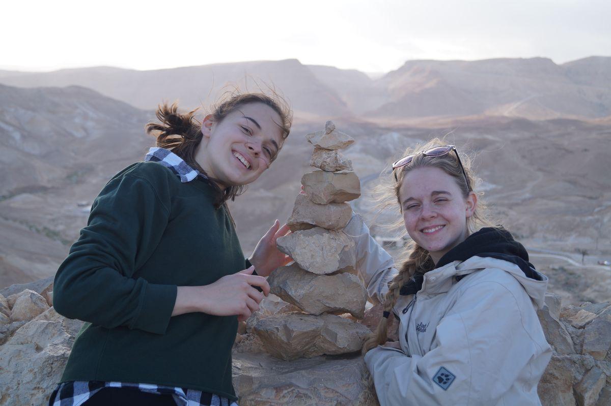 Die Tirolerinnen in Masada.