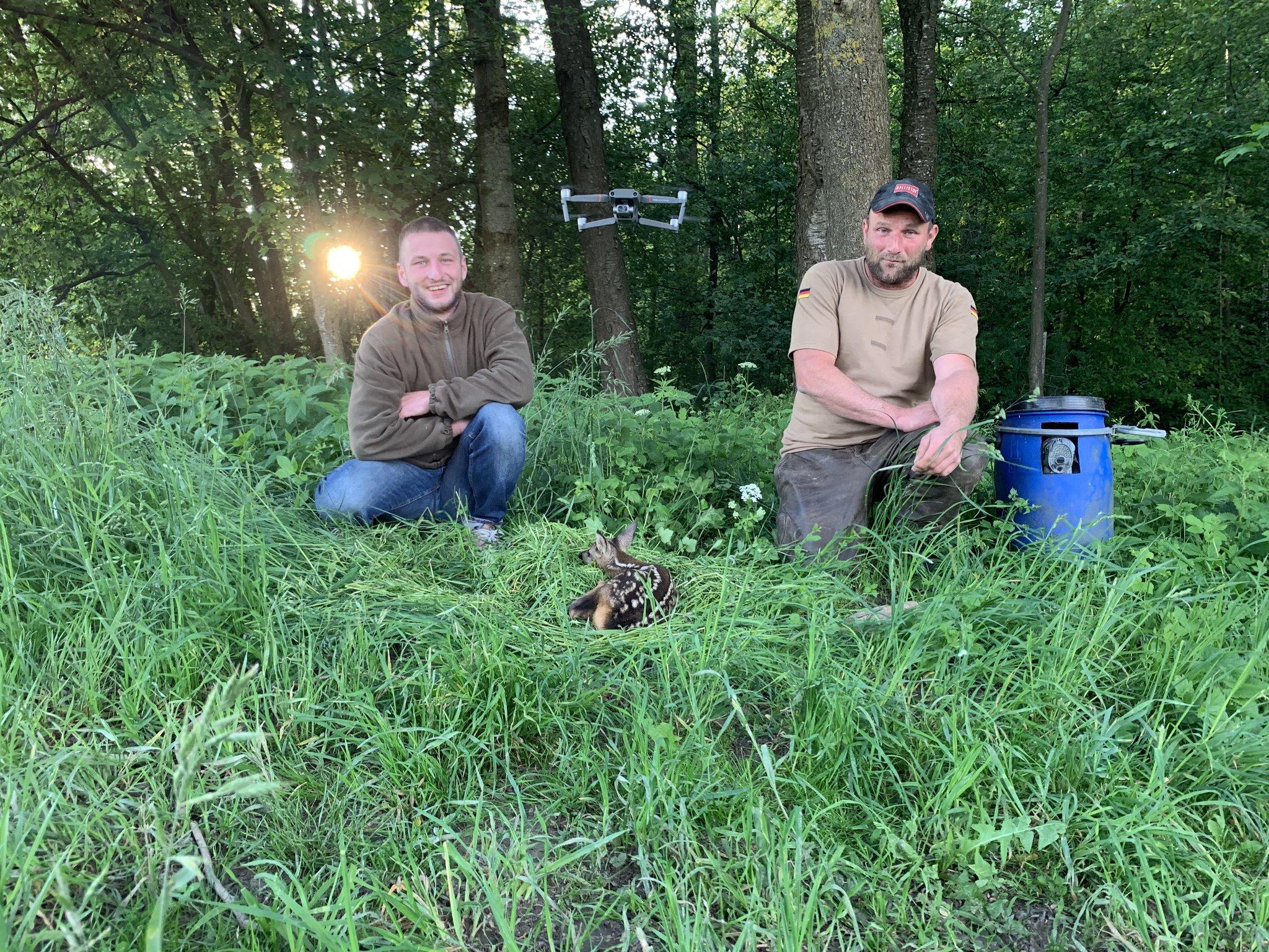Jäger aus Taufkirchen und Andorf: Mit Drohne werden Rehkitze aufgespürt