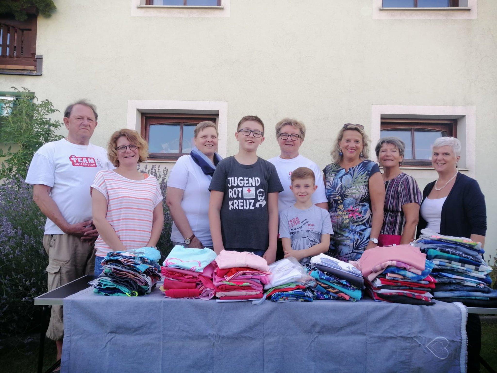 hainburg: Övp frauen spenden kleidung für kinder - bruck