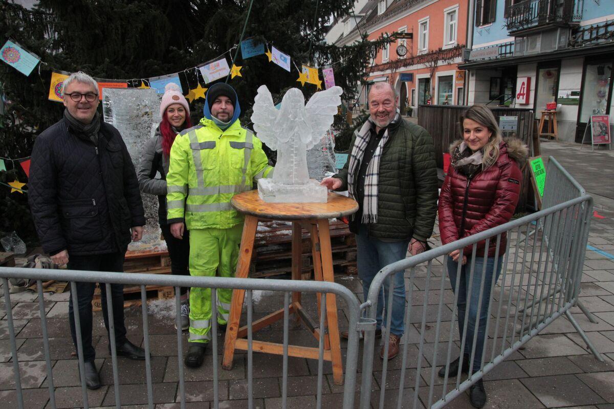 Ein Engel als Prsent an die Gemeinde Ernst Kahr Katharina Lukas Antti Pedrozo Walter Eichmann Beatrice Saurer vl