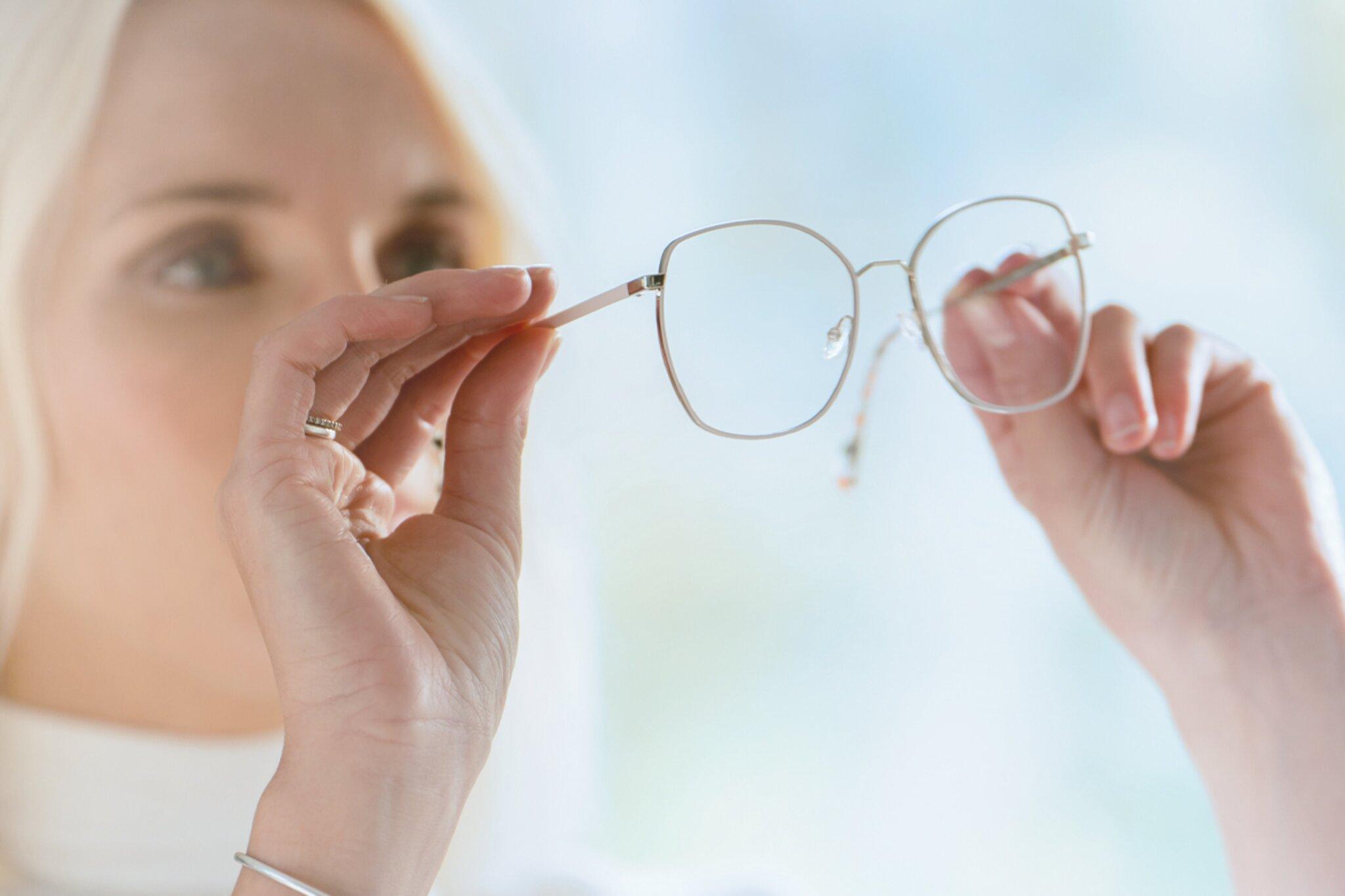 mit-antimikrobiellen-brillengl-sern-viren-abwehren