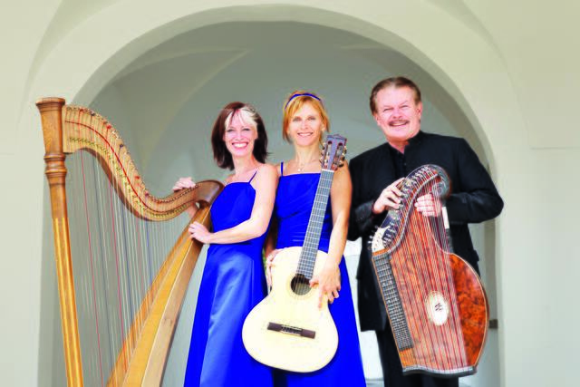 The Salzburger Saitenklang is a guest in the Arkadenhof in the Linz Landhaus on July 27th.