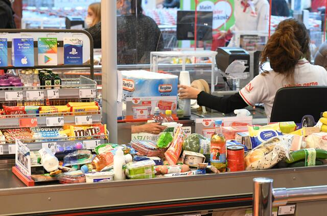 Supermarket checkouts: a typical example of increasing digitization in retail.