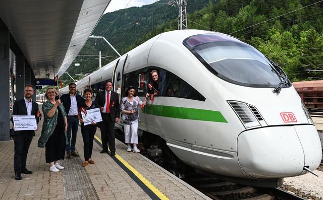 Premier Run: El primer tren ICE directo se recibió el 3 de julio en la estación Lantek-Jams.