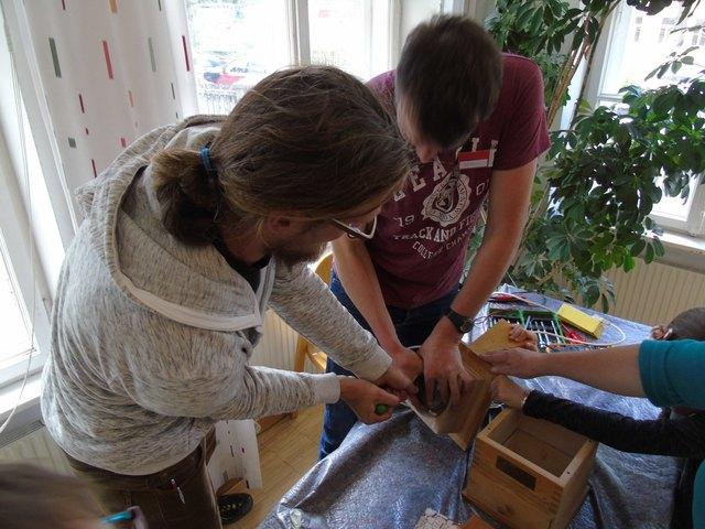 Am Samstag 21. April findet das Reparatur Cafe von 13:30 bis 16:00 Uhr wieder im Alten Widum in Landeck statt.
