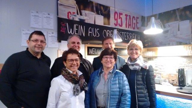 Spargelfest-Veranstalter: Andrea Niedermayr, Aloisia Hörtenhuber, 2. Reihe: Ernst Holzinger, Gerald Steineder, Max Schatzl (Obmann), Gabi Eder