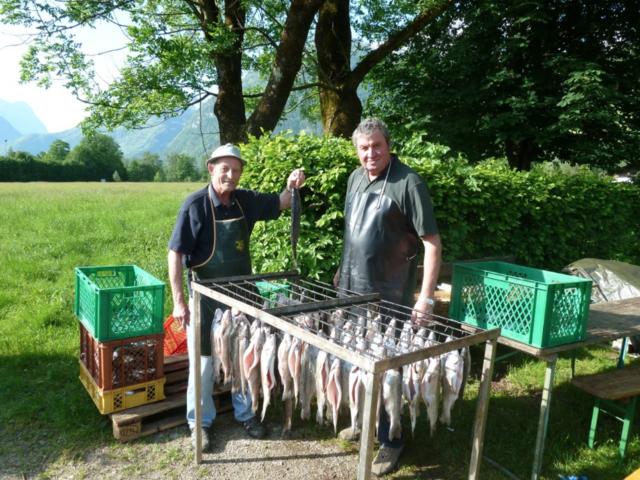 Der Ansturm auf die geräucherten Fische ist jedes Jahr sehr groß.