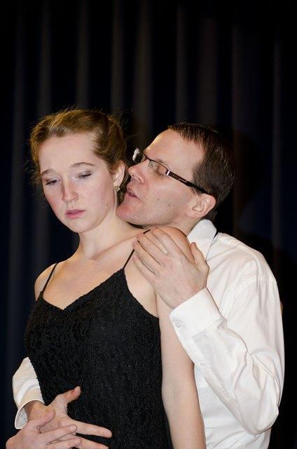 Nora (Bianca) und Torvald (Florian).