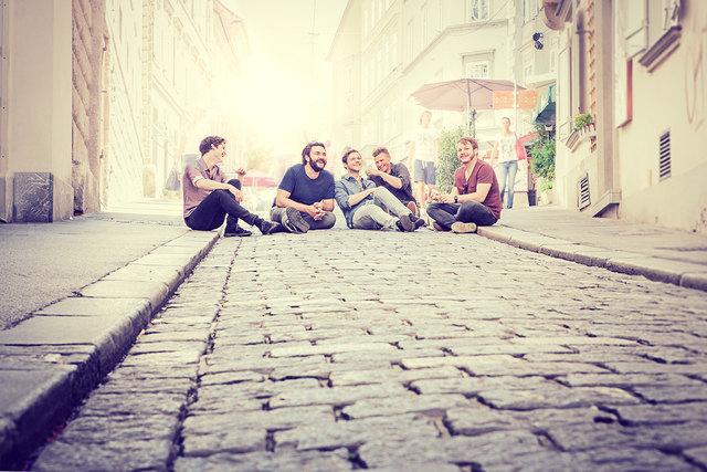 """Zu einem Ausflug in den aktuellen Neo-Austro-Pop laden die österreichischen Bands """"Granada"""" (Foto) und """"Folkshilfe"""" ein."""