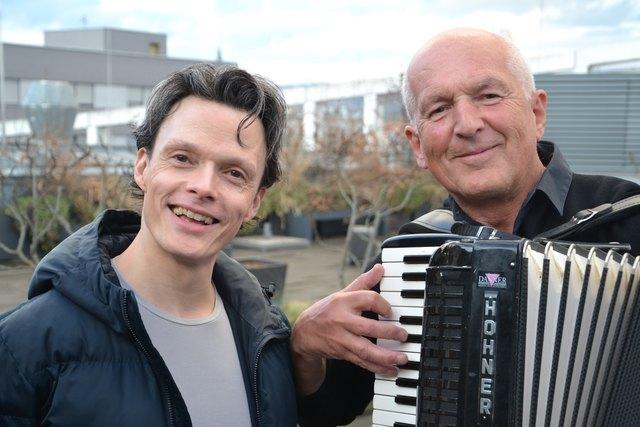 Ich bin dein, du bist mein! Konzert mit der Leonfeldner Kantorei und  Rob Pelzer (l.) sowie Bernhard Walchshofer (r.).