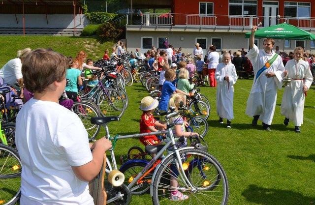Die Kinderfahrzeugsegnung findet am 27. Mai 2018 am Sportplatz in Rainbach statt.