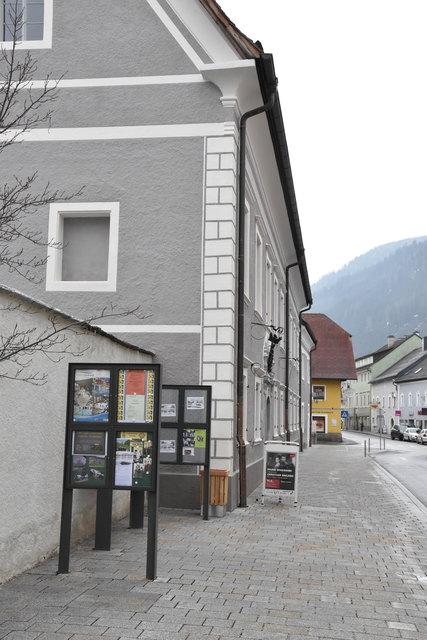 Eine Ausstellung rund um die Geschichte des Schlosses Kuenburg.