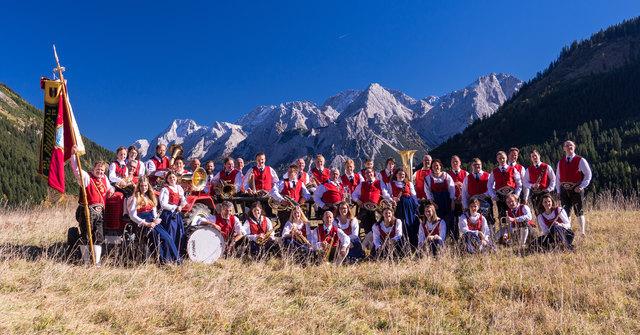Die Musikantinnen und Musikanten der MK Lähn freuen sich über zahlreichen Besuch beim Jubiläumsfest.