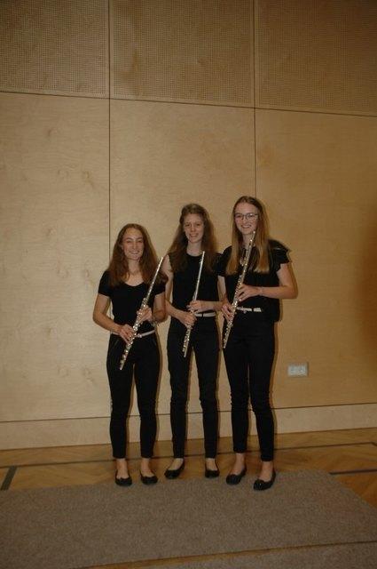 Das Trio Trois Fleurs: Laura Baumgartner, Simone Hartl und Theresa Mühringer.