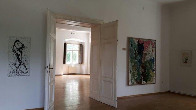 Einblick in die Ausstellung im Schloss Ebenau Max Weiler und Hans Staudacher zwischen den Welten und an zwei Orten (c)Max Weiler Nachlass Hans Staudacher (002)