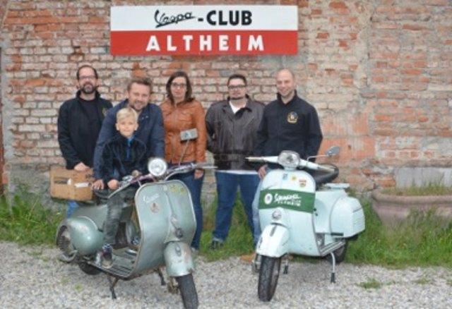 Seit 25 Jahren hegt und pflegt der Vespa-Club Altheim die Kult-Motoroller. Am 23. Juni wird das Jubiläum gefeiert.