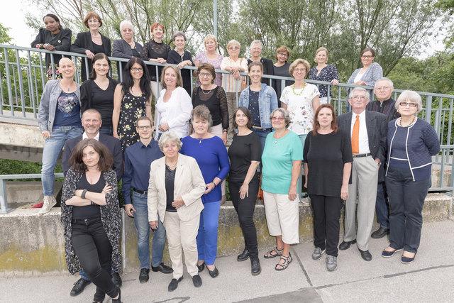 Aktuelle Sängerinnen und Sänger des Schwechater Gesangvereins (Mai 2018)  Chorleiter: Robert Rieder (2.R, 2.v.l.)