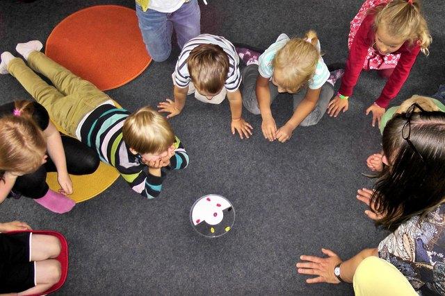 Ganztageskinderbetreuung für Kinder von  3 – 12  Jahren wird im Sommer 2018 im Rahmen der Spiel-mit-mir-Wochen angeboten.