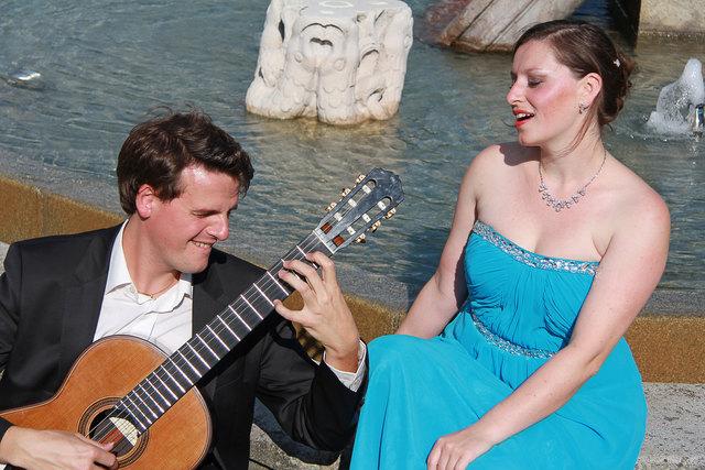 Eva. M Marschall und Christian Haimel singen in Maria Bründl Liebeslieder.