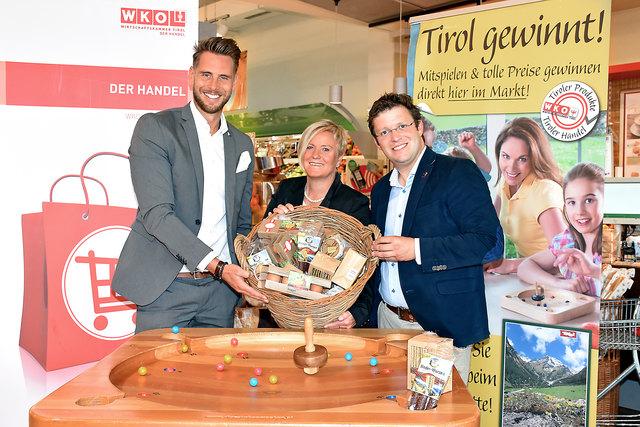 Matthias Pöschl (Geschäftsfüher Agrarmarketing Tirol), Barbara Moser (Leiterin Information SPAR Tirol) und Stefan Mair (Obmann des Tiroler Lebensmittelhandels).