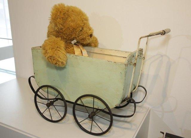 TGZ- Museum- historischer Puppenwagen