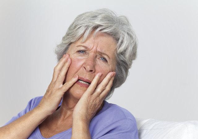 Das Risiko, an Demenz zu erkranken, steigt mit dem Alter an.