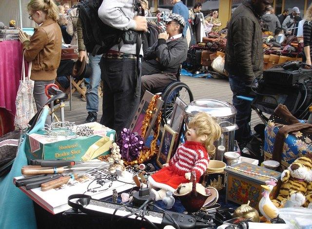 Beim Flohmarkt kann verkauft, gekauft oder auch getauscht werden