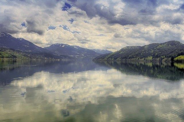 Gezeigt werden bunte Bilder über den Milstätter See
