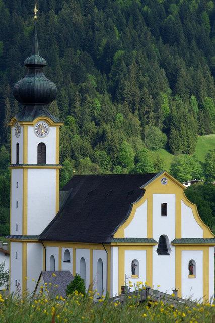 """Immer wieder sonntags lädt """"Kultur in Söll"""" bis zum 16. September zu Konzerten in die Pfarrkirche."""