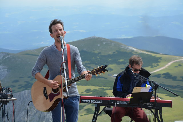 GoschArt sorgen  mit vorlauten und schlagfertigen Liedern für Unterhaltung am Schneeberg.