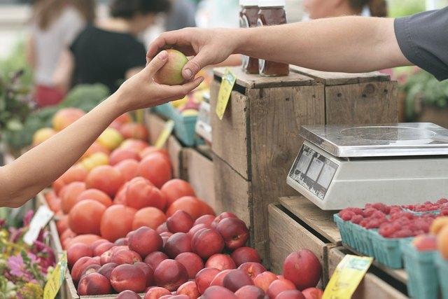 Es gibt eine große Auswahl an ehrlich erzeugten Nahrungsmitteln am Biobaurenmarkt in Villach