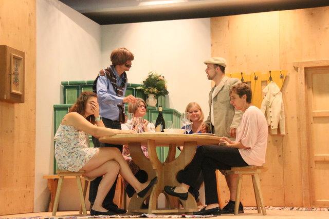 """Die Volksbühne Ellmau bringt im Sommer das Stück """"A gmahde Wiesn"""" auf die Bühne."""
