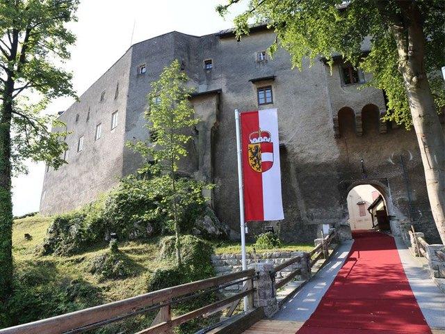 Der Treffpunkt ist jeweils um 20.00 Uhr beim Museum Burg Golling.