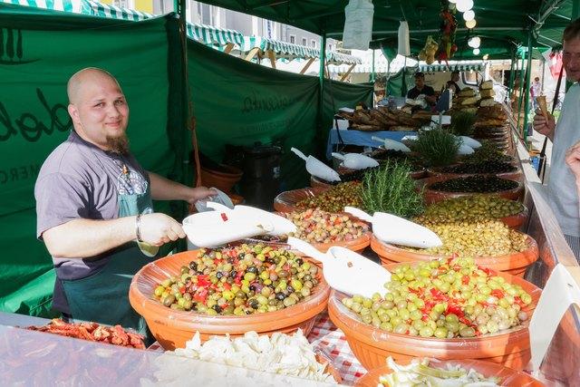 Allerlei Köstliches aus Italien wird in Wörgl feilgeboten.