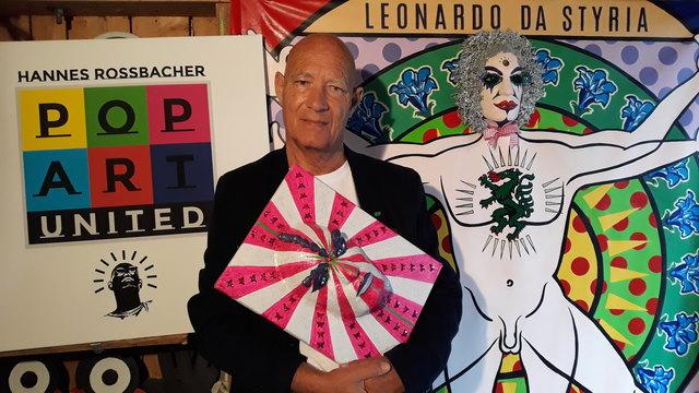 Hannes Rossbacher zeigt in Fehring plakative Masken.