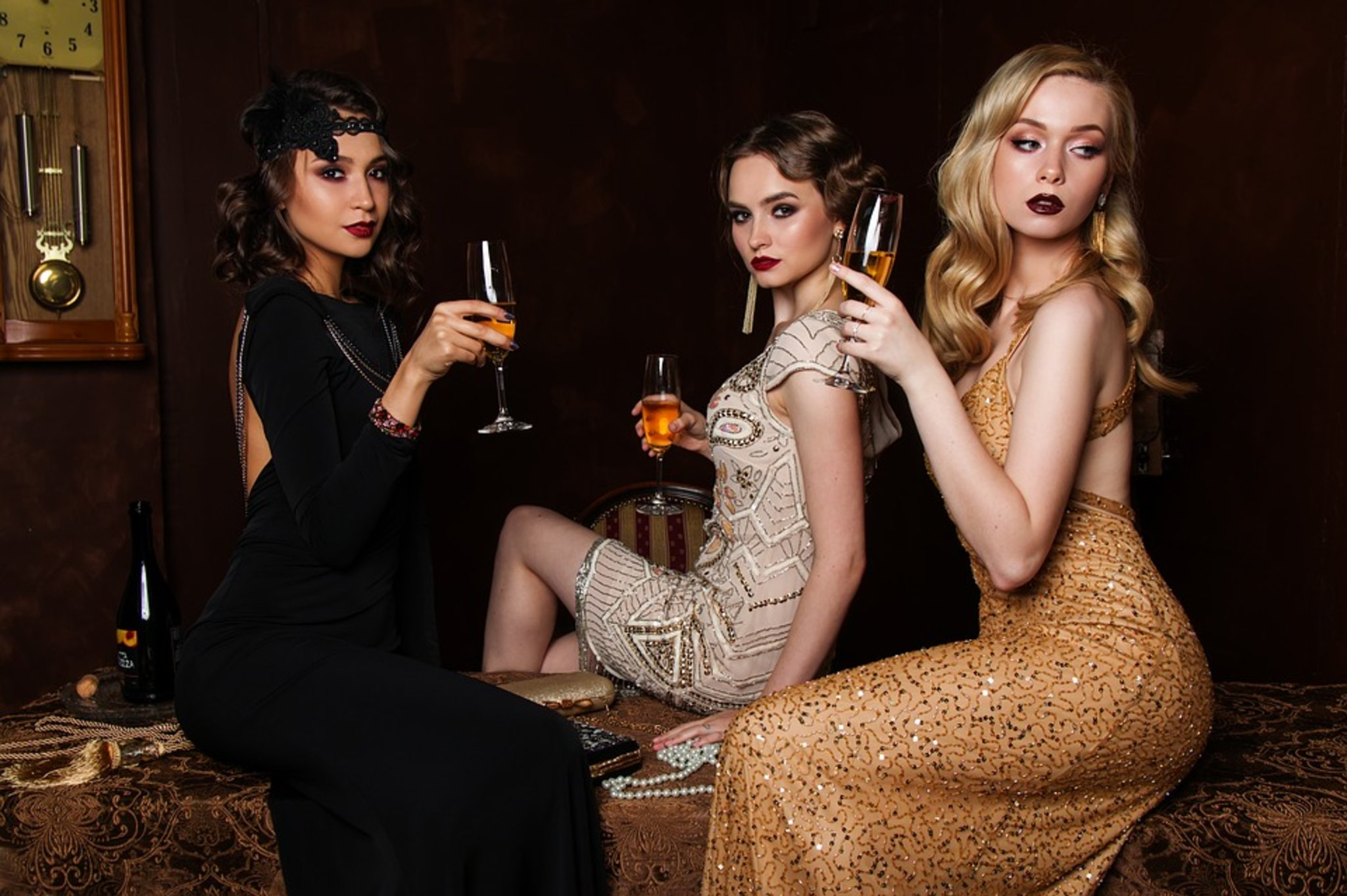 Картинки по запросу 3 девушки с вином